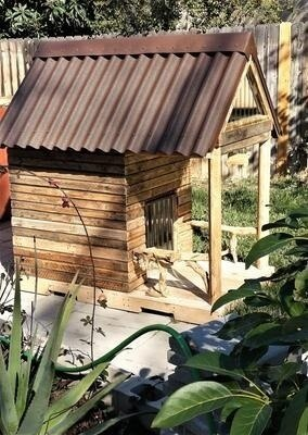 Custom Large Pallet Dog House With Apex Roof