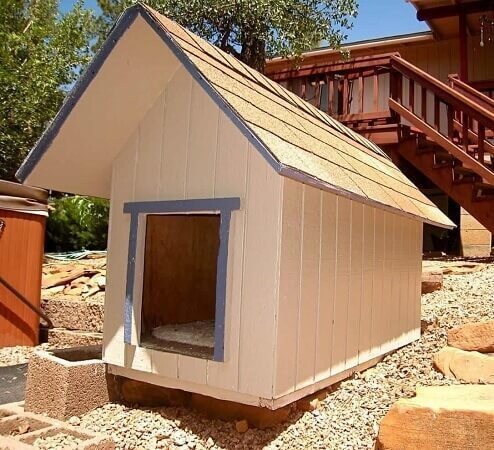Home Built Dog House From Pallets for Small Dogs